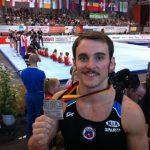 Tomás González obtiene medalla de plata en suelo