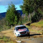 """""""Chaleco"""" López gana la categoría R2 en primera jornada del RallyMobil de Frutillar"""