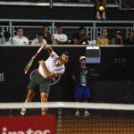 Cristian Garin se impuso en dramático partido a Alejandro Davidovich para avanzar en el ATP de Santiago
