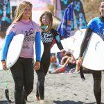 Las 20 mejores surfistas chilenas se reunen en el Sirenas Maui Woman Retro Surf