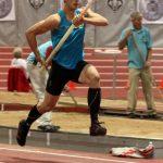 Gonzalo Barroilhet rompe récord chileno indoor en salto con garrocha