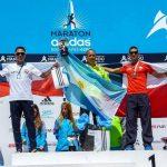 Leslie Encina y Cristopher Guajardo se subieron al podio en el Maratón de Buenos Aires