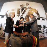 COCh entregó oficialmente al Ejército la silla de montar de Alberto Larraguibel