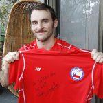 Tomás González subasta su camiseta autografiada en ayuda a los damnificados por los incendios forestales