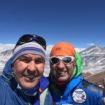 Montañistas chilenos esperan aproximarse el miércoles al campamento 2 del Everest