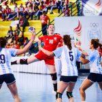 """Las """"Lobas"""" caen ante Argentina y jugarán las semifinales del handball de los Juegos Sudamericanos ante Brasil"""