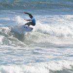 Seleccionados chilenos de surf desafían la bajas temperaturas en el Concentrado que se realiza en la V Región