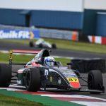 Nicolás Pino debutó en la Fórmula 4 Británica con un décimo lugar