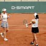 Alexa Guarachi y Desirae Krawczyk derrotan a las mejores del mundo y avanzan a cuartos de final en Roland Garros