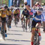 Paola Muñoz ganó la última etapa y Aranza Villalón terminó tercera en el Tour Femenino Colombia